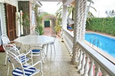 Villa with 4 rooms at 350 m from the beach