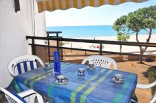 Beach front apartment in Cambrils