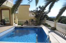 Villa in Rosas / Roses at 2.5 km from the beach