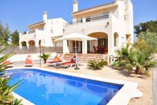 Villa for 8 people with views of the swimming pool