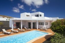 Villa in Playa Blanca for 6 people with 3 rooms
