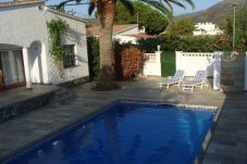 Villa in Rosas / Roses at 3 km from the beach
