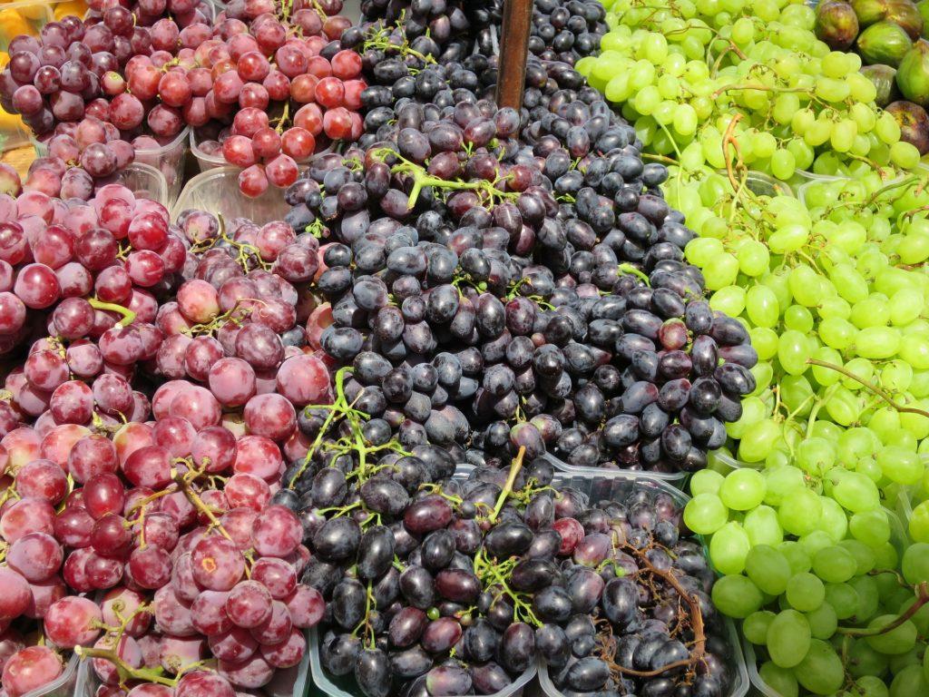markets majorca grapes