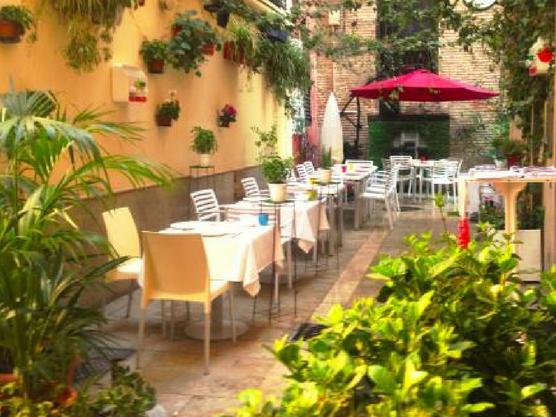 the best restaurants in valencia la lola