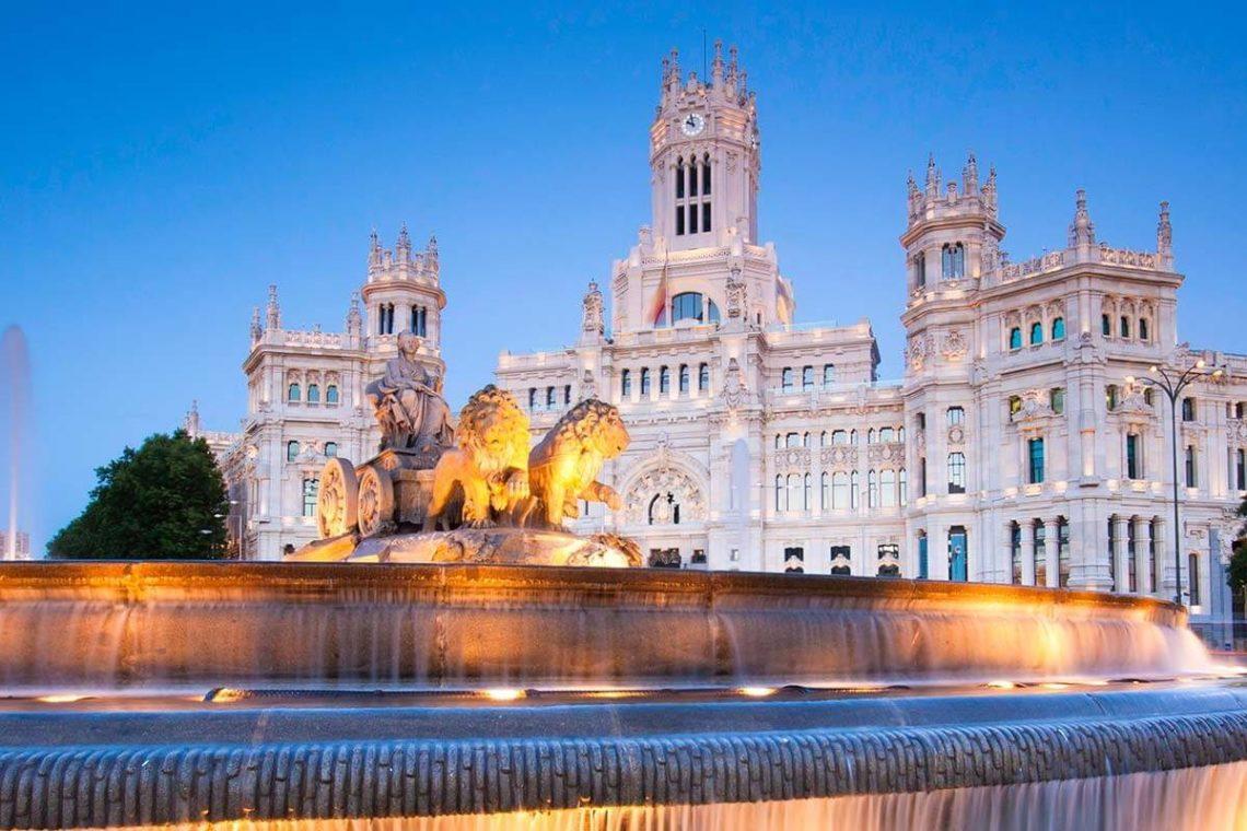 city trip madrid square