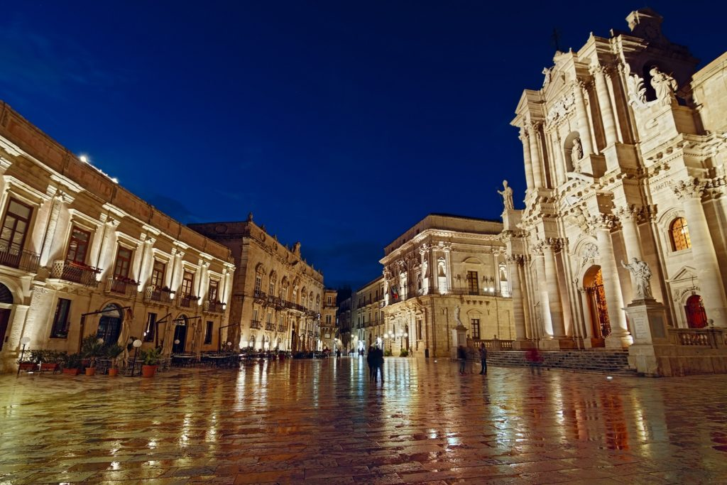 what to do in sicily Piazza Duomo Syracuse