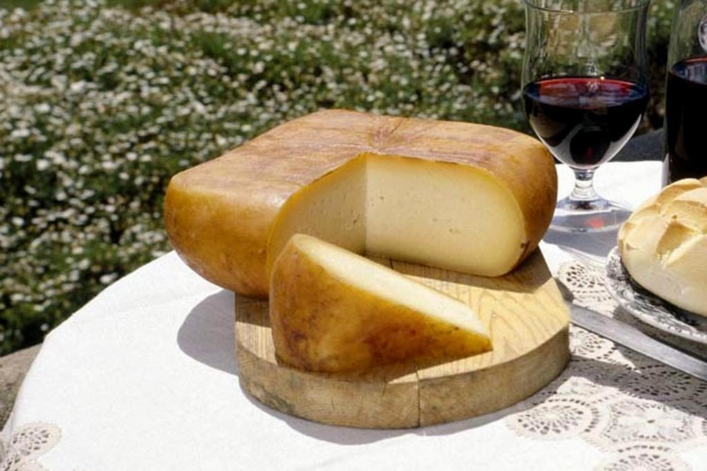 things to do in menorca cheese