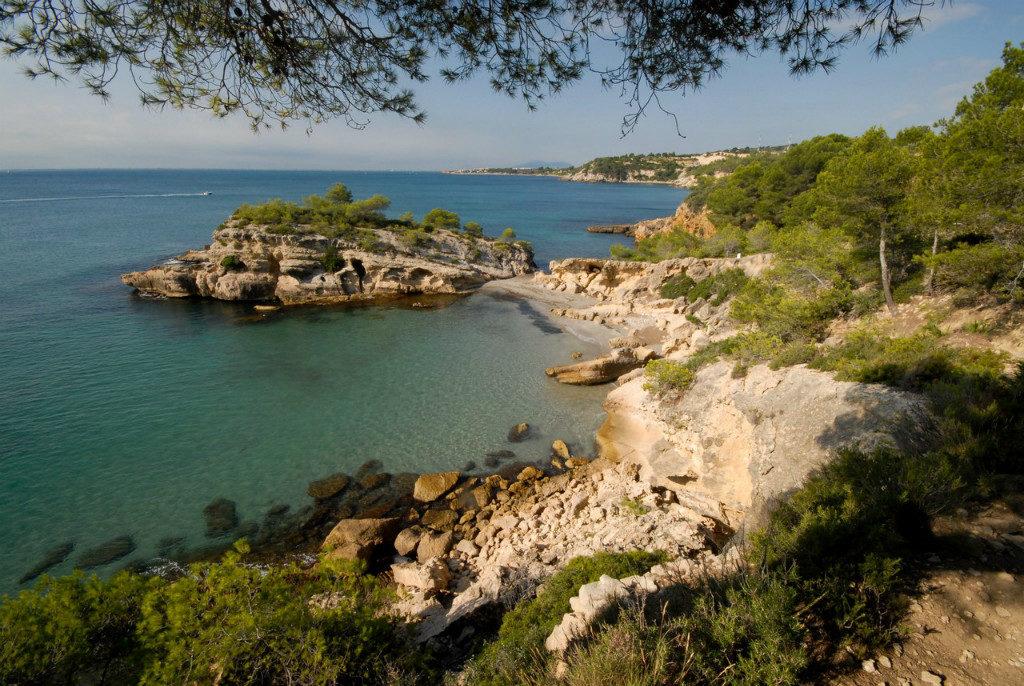 coves-of-Tarragona-cala-illot-muchosol