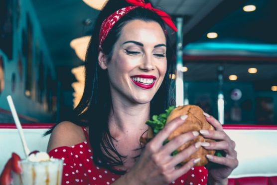 tips for a solo travel burger