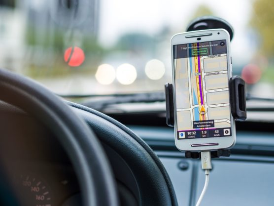 smartphone-mobile-screen-light-technology-car-wheel-driving-vehicle-phone-route-mobile-phone-directions-navigation-charging-maps-app-mockup-automotive-exterior-938441-min